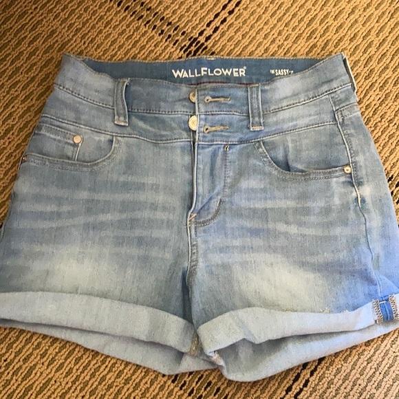 WallFlower Girls 5-Pocket Fashion Soft Stretch Denim Shorts